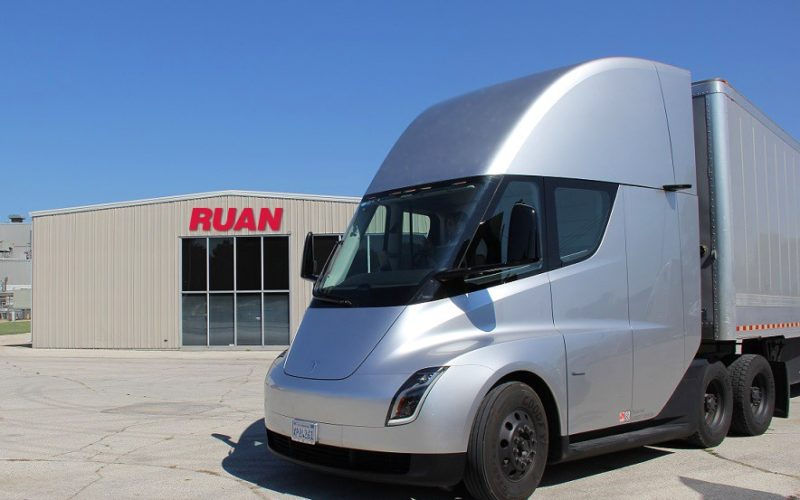 Of Ruan Transportation Management Systems And Several Customers In Des Moines This Week For A Preview Tesla S Electric Ed Tractor Trailer