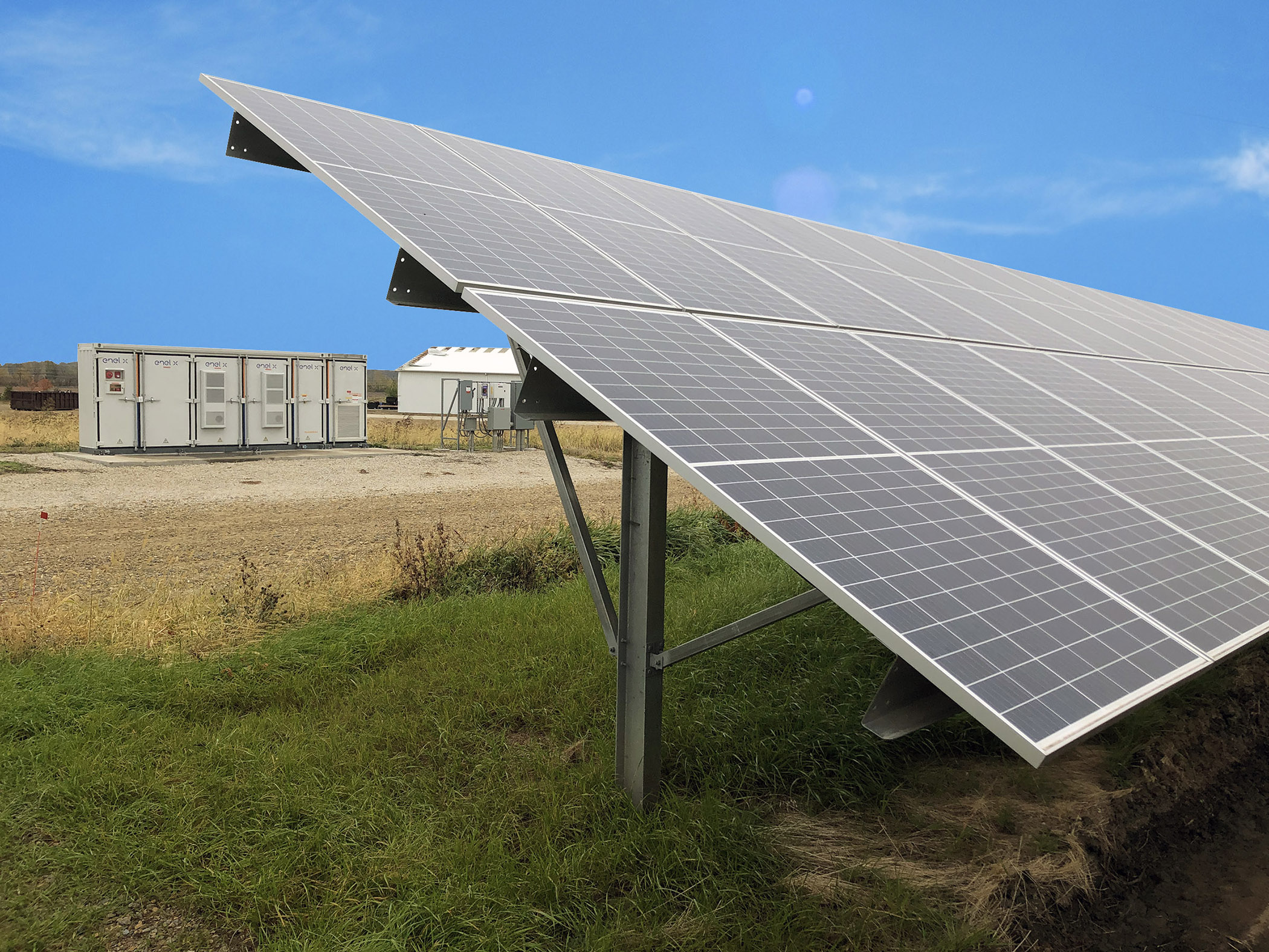 Alliant Energy establishes combined solar garden, battery storage as company launches Clean Energy Blueprint