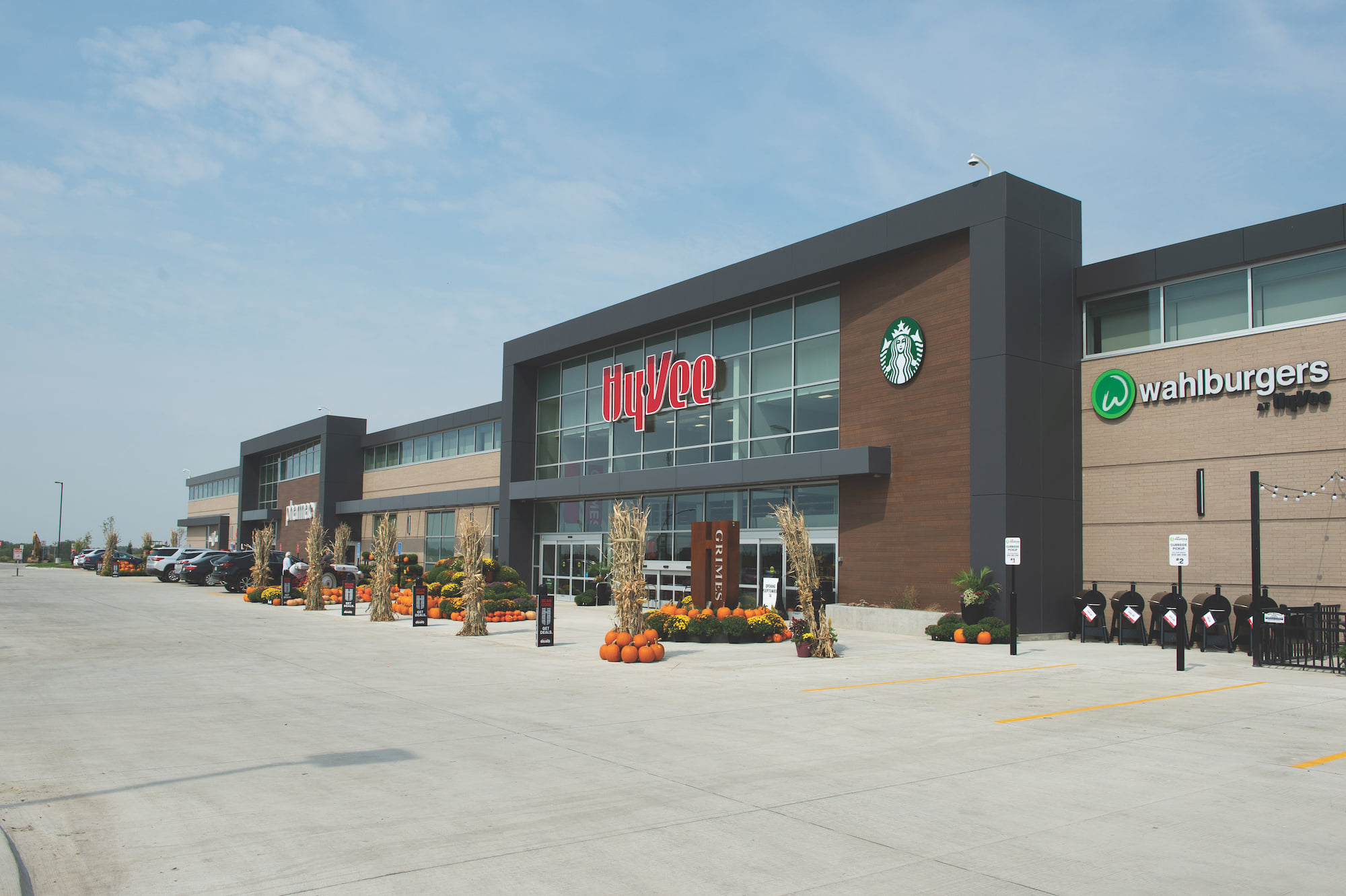 Grimes Hy-Vee opens, launching new concept, amenities